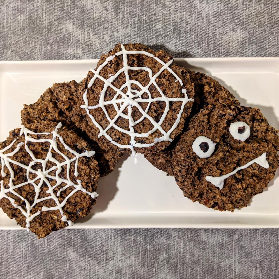 Halloweeni küpsised mustade ubade ja maapähklivõiga
